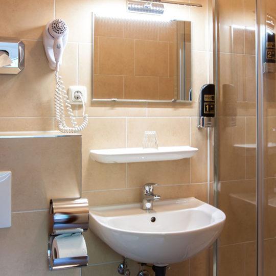 Doppelzimmer mit Dusche 540x540 - Apartment in Berlin Prenzlauer Berg