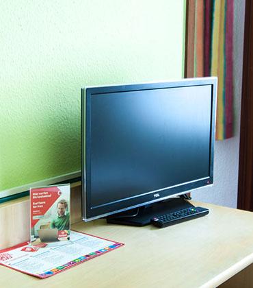 Fernseher mit Kabel TV und WiFi - Hotel Pension nah Berlins Zentrum