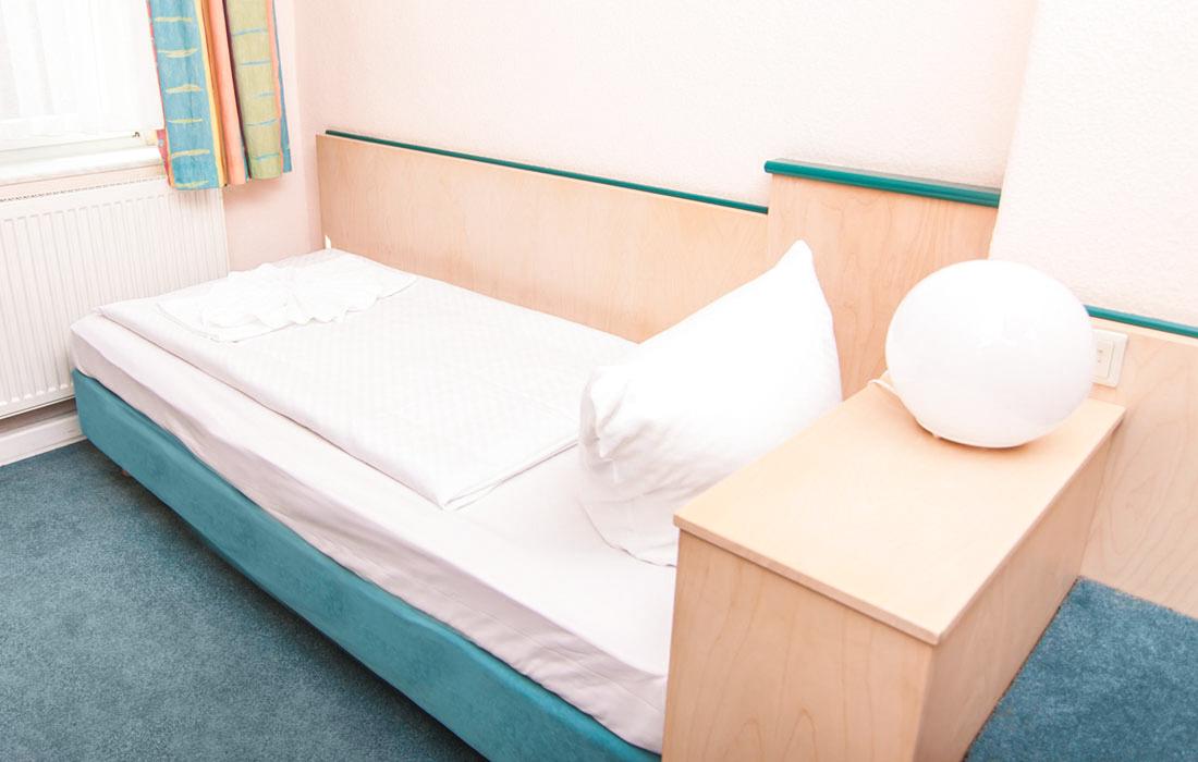 Guenstige Einzelzimmer - Einzelzimmer mit Gemeinschaftsbad