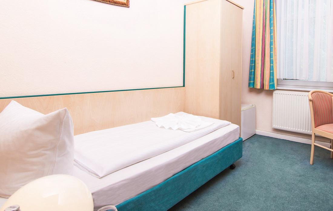 einzelzimmer in berlin prenzlauer berg hotel pension odin. Black Bedroom Furniture Sets. Home Design Ideas